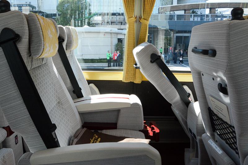 リクライニングを倒した時の後方座席へのせり出し具合