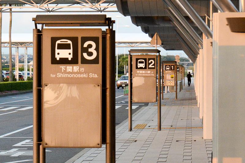 鉄道駅とを結ぶ路線バスが運行されている