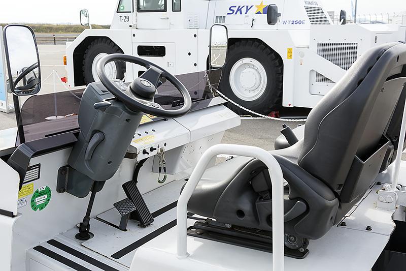 シンプルな運転席