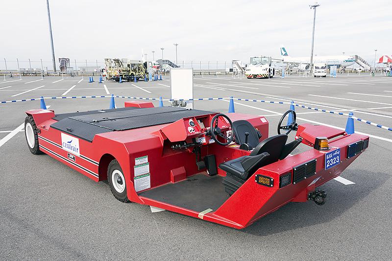 小型機用のトーバーレス航空機牽引車
