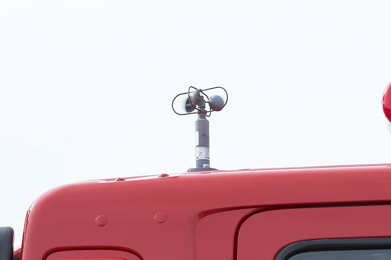 照明部分が重く空気抵抗も大きいため風力計が備わる