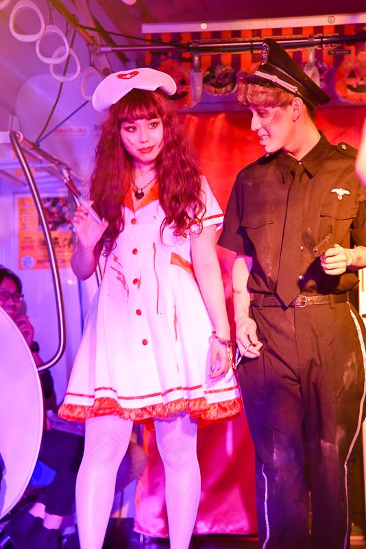 """""""怖カワイイ""""衣装で登場したモデルたち。フワフワもこもこキュートな衣装から、血のりを使った怖めの衣装までさまざまなルックで観客たちの目を楽しませた"""