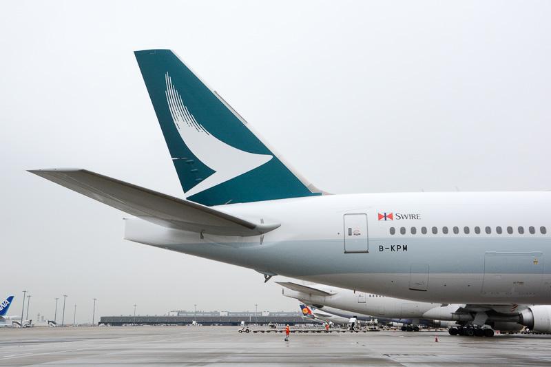 垂直尾翼。緑一色にリニューアルされたデザインのBrushwingが大きく描かれる。緑部分は微妙にグラデーションを描いている