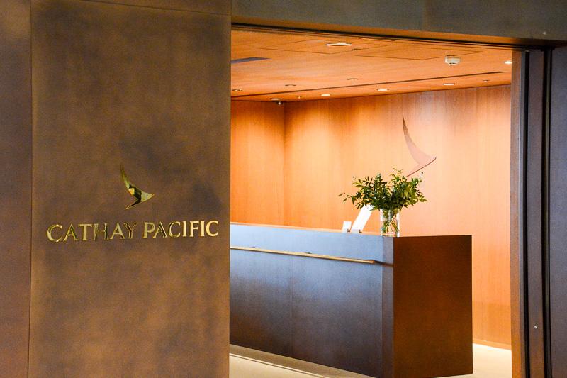 キャセイパシフィック・ラウンジ。乗客にゆったりとした心地よい空間を提供することを念頭に置いたというラウンジで、2014年12月9日に世界に先駆けて同コンセプトのラウンジを羽田空港にオープンした