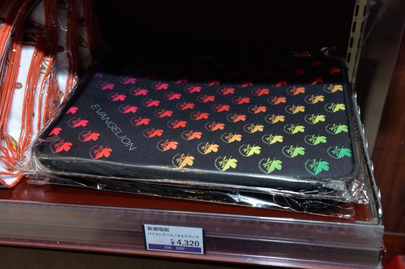 ネルフマーク入りのパソコンケース(4320円)