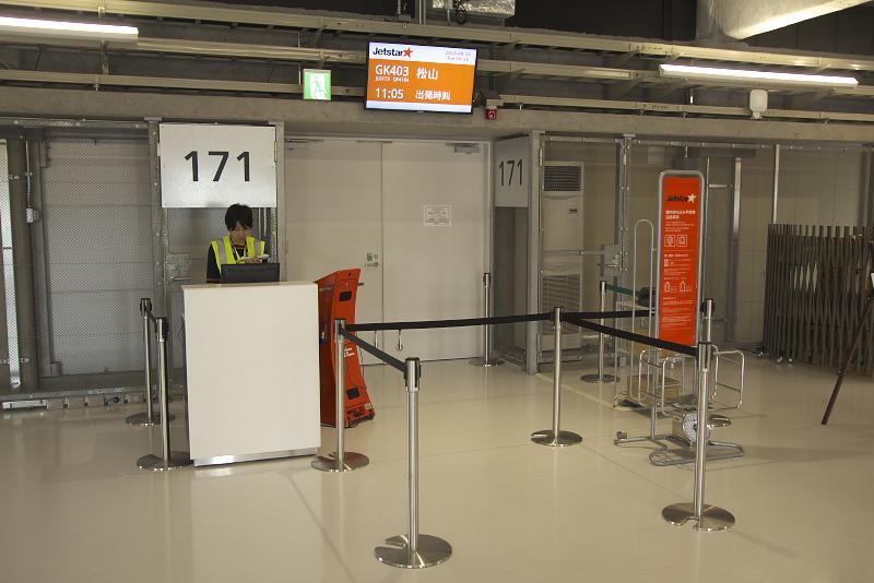 ジェットスター・ジャパンが使用しているA320-200型機。第3ターミナルではボーディングブリッジを使わず、タラップを上るスタイルになっている