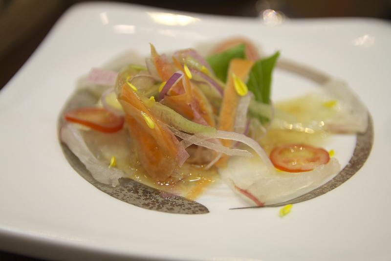 日本一の産地である、愛媛の鯛をふんだんに使った鯛づくしプラン。刺身、煮物、焼き物と鯛を堪能できる。口の中でとろける濃厚なポークシチューがアクセントを添える