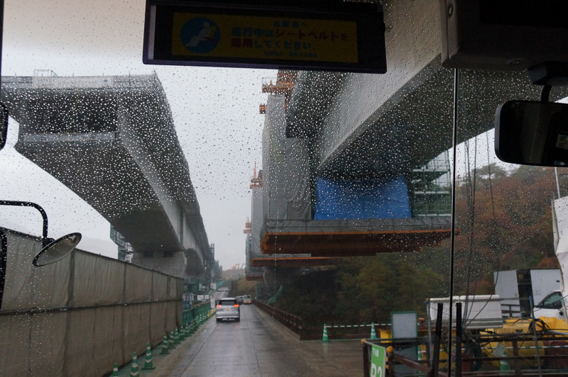 宝塚SAから川西IC(仮称)に移動する車内から撮影