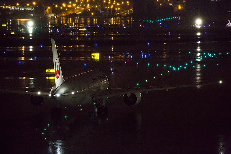 ホーチミン行JL79便は175名の乗客を乗せ飛び立っていった。使用機材はボーイング 787-8(登録記号:JA827J)