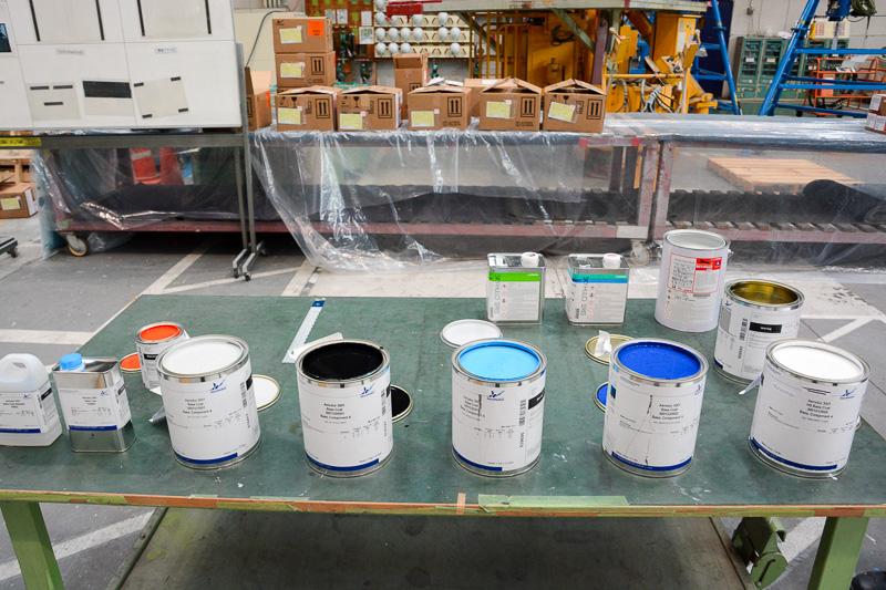 色素を含んだ顔料でペイントした上にクリア剤のコーティングを塗る新しい塗装方法を初めて採用。そのための塗料