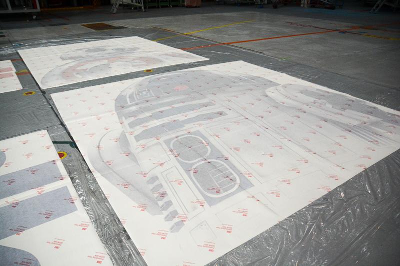 機体左側に貼られる「R2-D2」のデカール