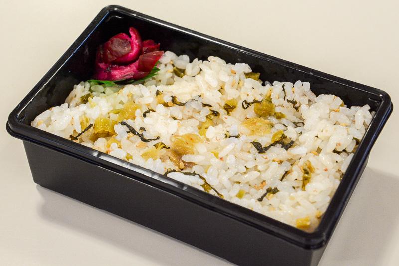 「弐の重」。野沢菜ご飯と芝漬け