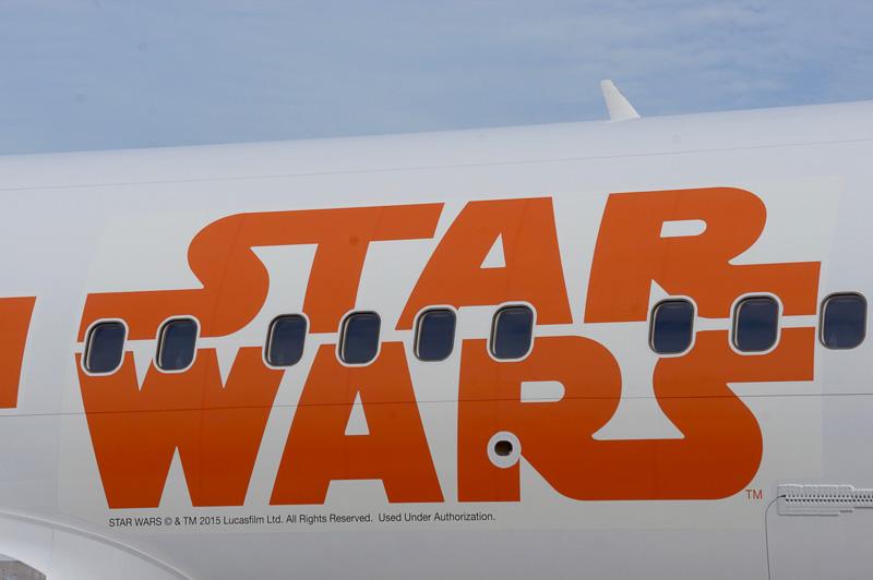 機体右側面には「BB-8」のイラスト