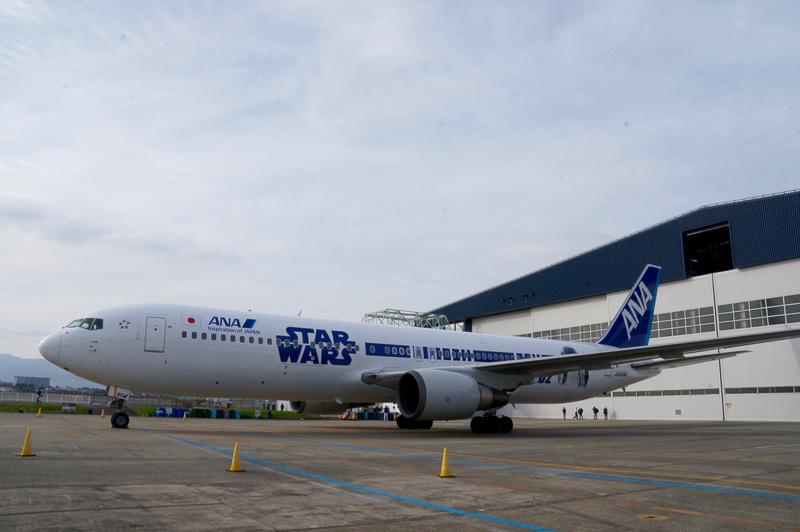 各機体のペイントは定期的に塗り直されているといい、ペイントの更新のタイミングに合わせて特別なデザインが施された