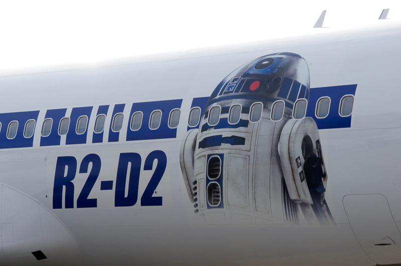 機体右側面には「R2-D2」のイラスト