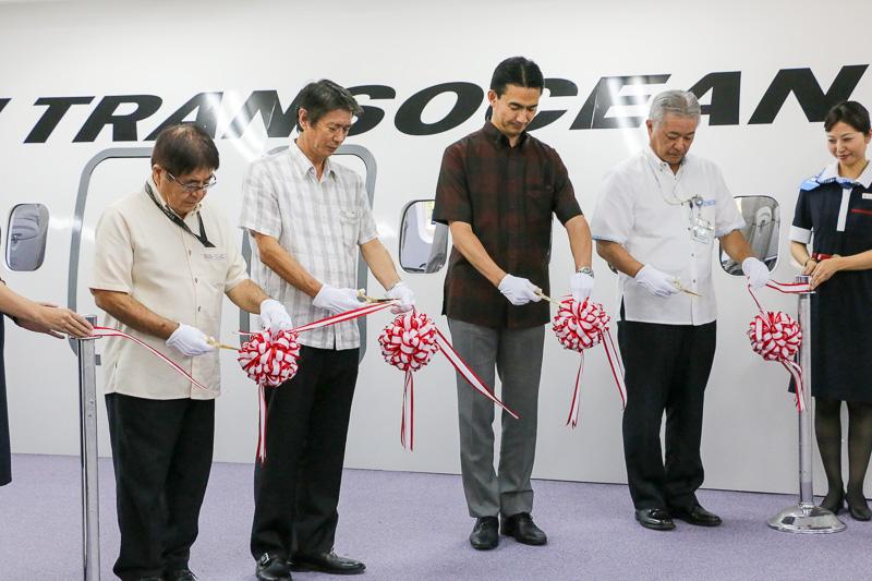 式典にはJTA社員ほか設計・施工を手がけた沖縄日立、沖縄エンジニアプランニングの代表者も出席。テープカット、記念撮影が行なわれた