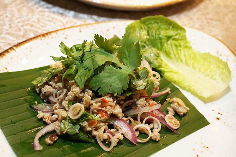ハーブと鳥ひき肉、野菜のミックスサラダ