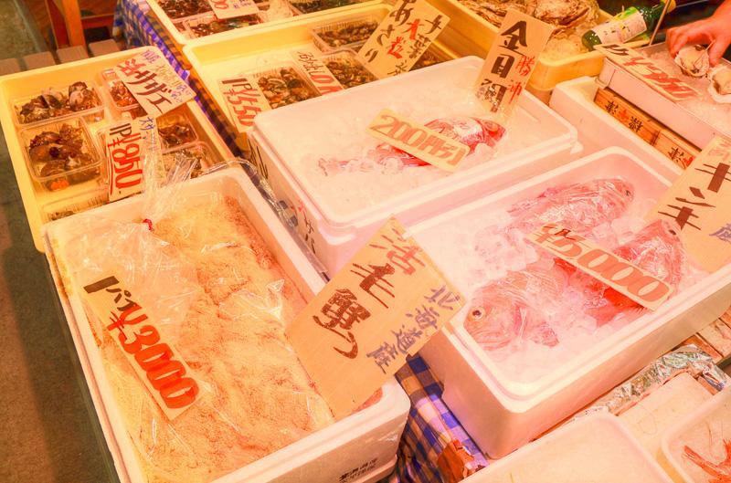 「河岸の市」で売られているものは新鮮なことはもちろん、値段も市場価格。静岡のお土産を購入するならぜひ立ち寄りたいスポットである