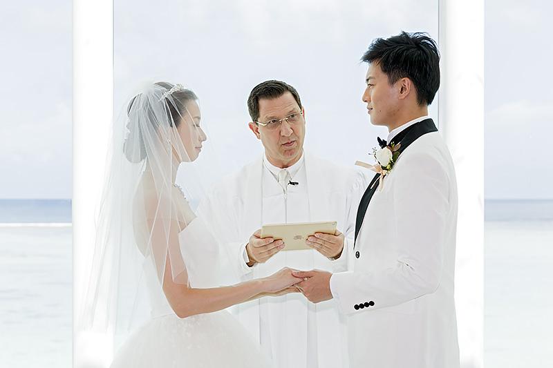 模擬結婚式による一連の流れ。チャペルの光の回り込みがよいせいか、絵になる写真を撮ることができる。一生の思い出を一番美しい状況で残すことができるだろう