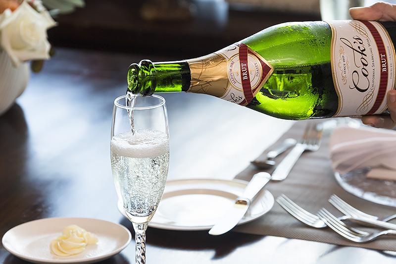 まずは食前酒から。乾杯用スパークリングワイン