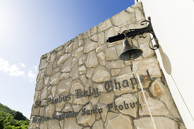 セント・プロバス・ホーリー・チャペルは、タモン湾の西側の高台に位置する