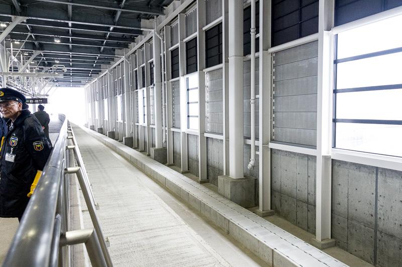 12番線ホームには、線路の敷かれていないスペースがあり、札幌に延伸した際には13番線として使用される