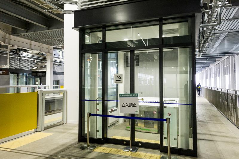 新幹線ホームの喫煙所