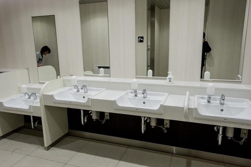 子供用の低い洗面台もある