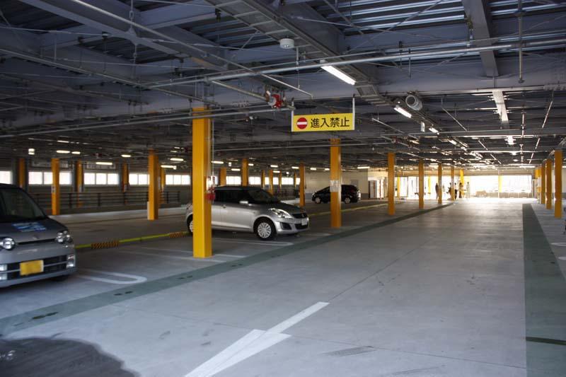 奥津軽いまべつ駅ロータリ横の駐車場。今別町の管理で、駐車場利用料は無料