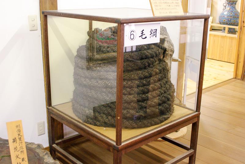 ワイヤーロープがない時代、糸として強靭な人の髪の毛で作った毛綱
