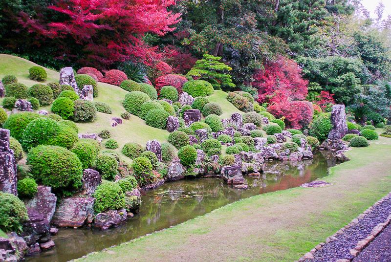 石や池、植物、配置される1つ1つに仏教的な意味が込められている