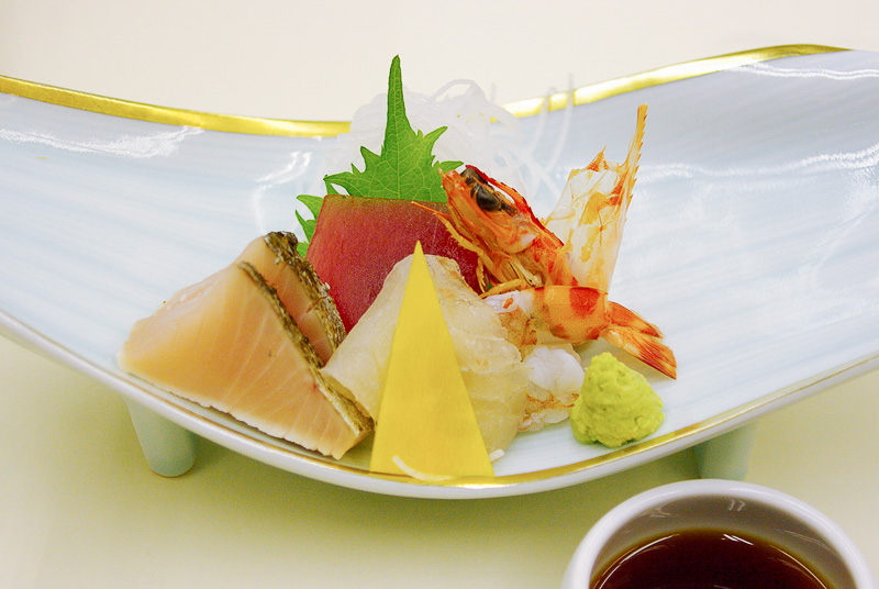 「彩り紀行」コースは季節などによってメニューが変わってくる。今回食べた料理は遠州灘の天然とらふぐを使用