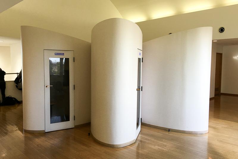2階の展示室に上がってすぐのところにある「香りの小部屋」。5種類の香りが楽しめる