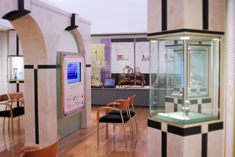 「香りの文化史コーナー」では香りにまつわる歴史を映像や工芸品などで紹介