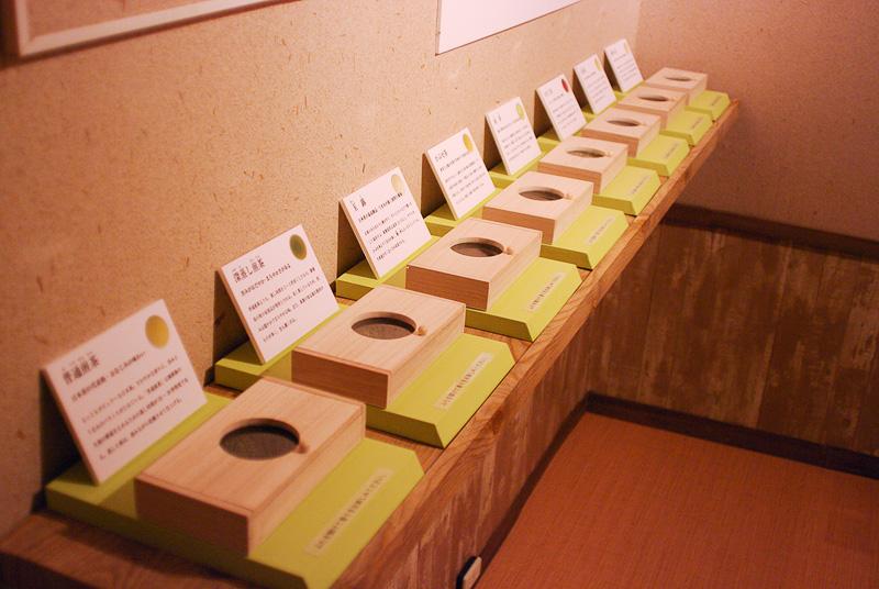さまざまな日本茶の香りをかぎ比べられるコーナー