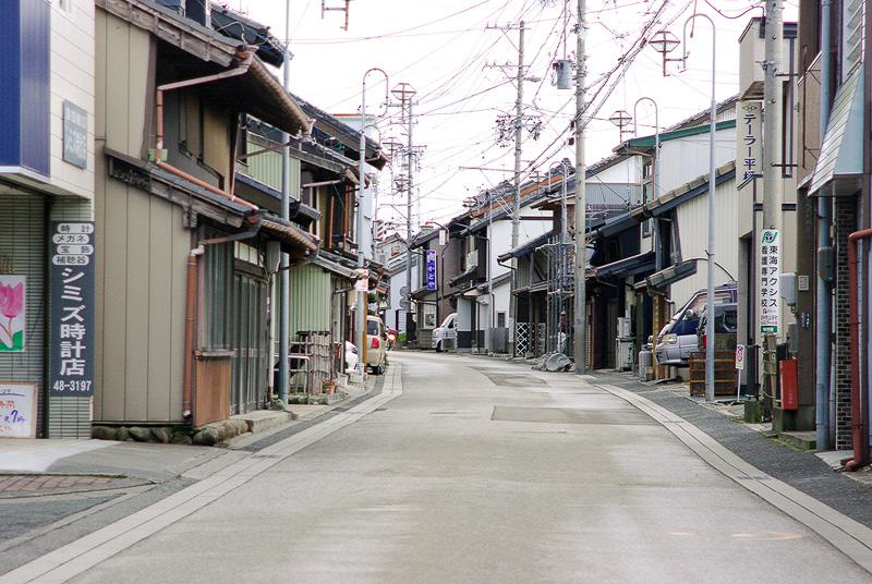 かつては城下町であった遠州横須賀街道の街並み