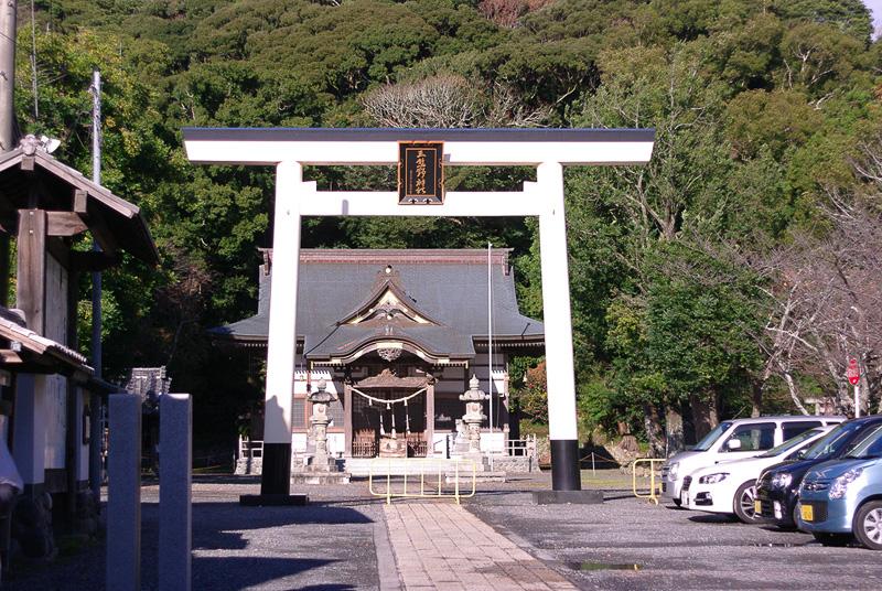 文武天皇の命により8世紀初頭に創建された三熊野神社