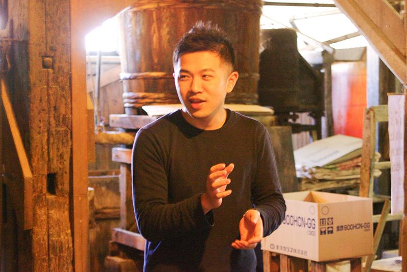 醤油作りの説明をしてくださった栄醤油醸造の深谷允さん