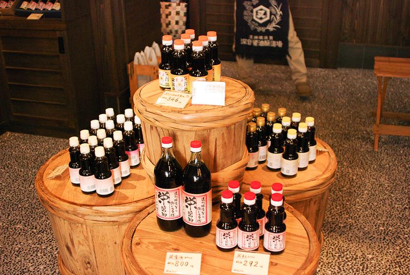 店内では醤油やポン酢、出汁つゆなどが販売されている