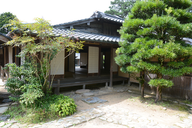 「吉田松陰幽囚ノ旧宅」。松陰の父である杉百合之助の旧宅。古い日本家屋としての趣や、米つきをしながらでも本を読める台など見どころが多い