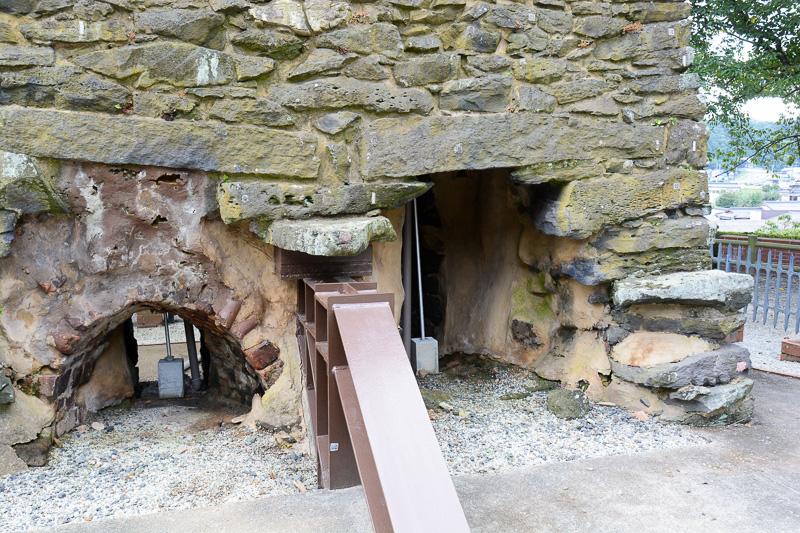 トンネルの最下部。この手前に熔解室(路床)や燃焼室があったと考えられている