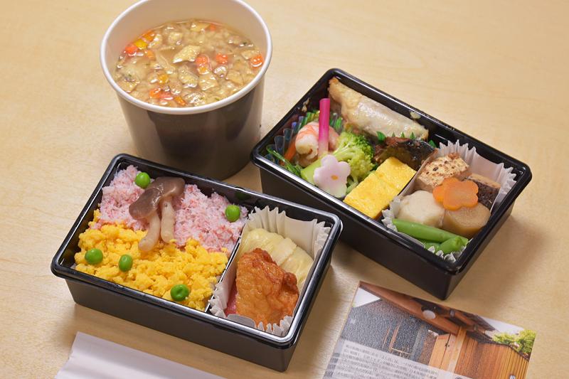 昼食は、日本料理「よし邑」とのコラボレーションメニュー Premium GOZENと、きのこのクリーミーチーズリゾット