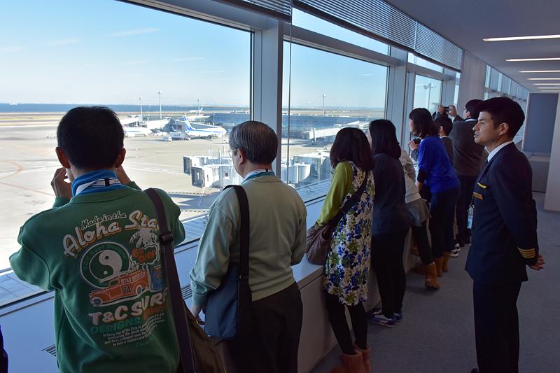 移動の合間に、景観のよい会議室からエアポートを見学