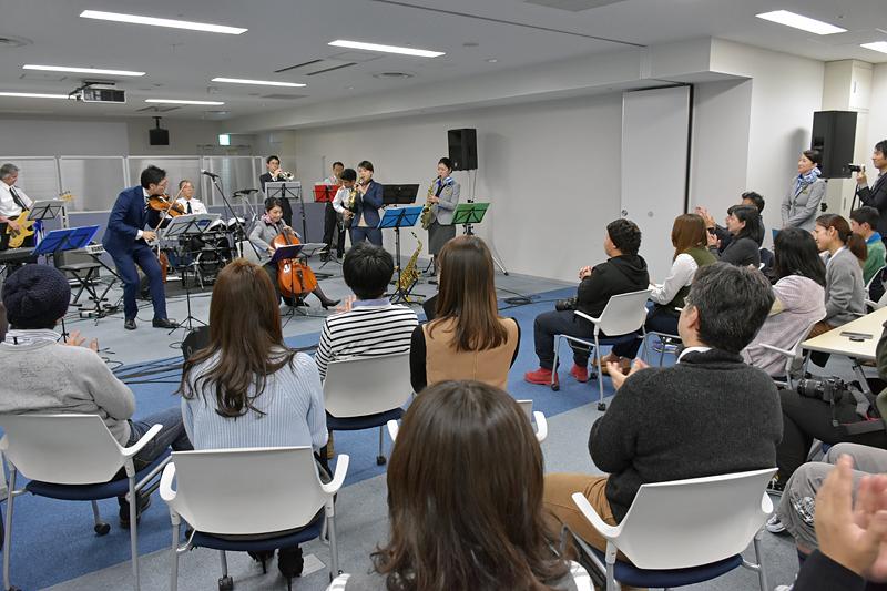 「ANA Team HANEDA Orchestra」は6曲を演奏、最後は盛大な拍手で幕を閉じた