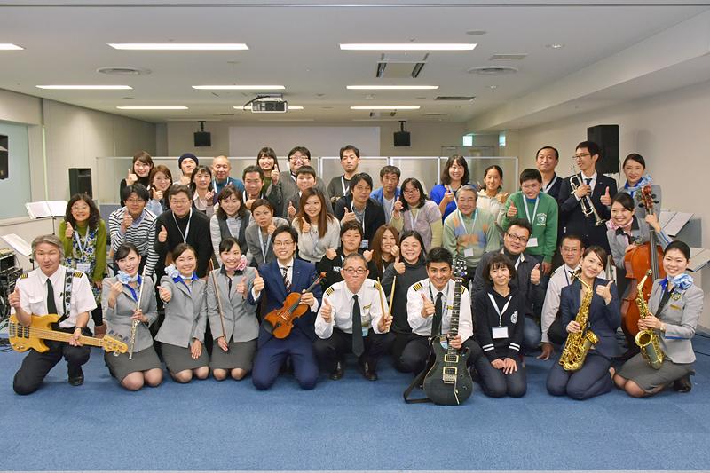 参加者、オーケストラメンバーと全員で記念撮影