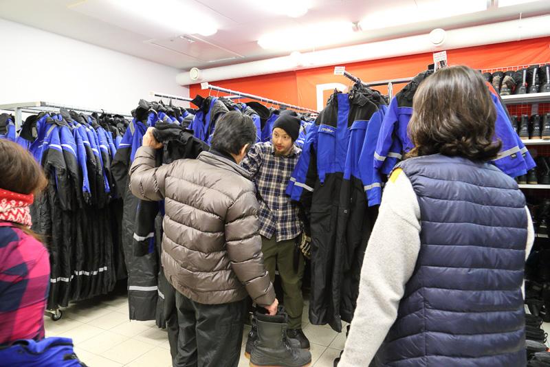 ルカのスキーリゾートではウェアや靴はもちろん手袋やマフラー、帽子などの小物まで防寒具はなんでもレンタルでき非常に便利です。もちろんロッカーや更衣室も完備していて何の不自由もありません