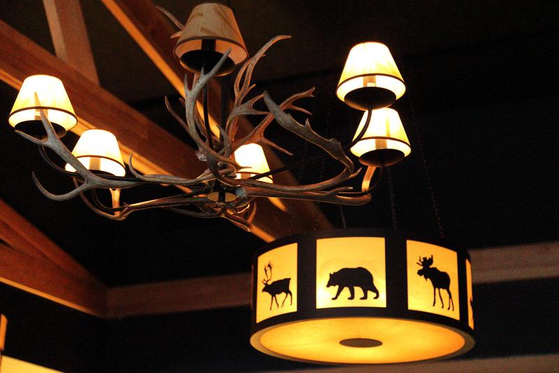 クーサモではコテージやレストランの内装など、いたるところでトナカイを目にすることが多く、地元の人にとってトナカイはとても身近な存在なのだと感じます