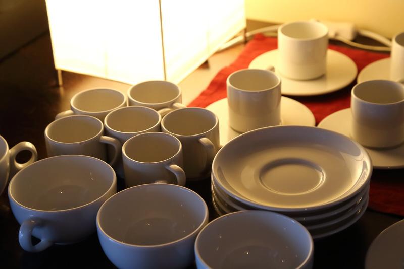 陶芸のスタジオでもあるこのレストランは食器や調度品に統一感のある美しさを感じます