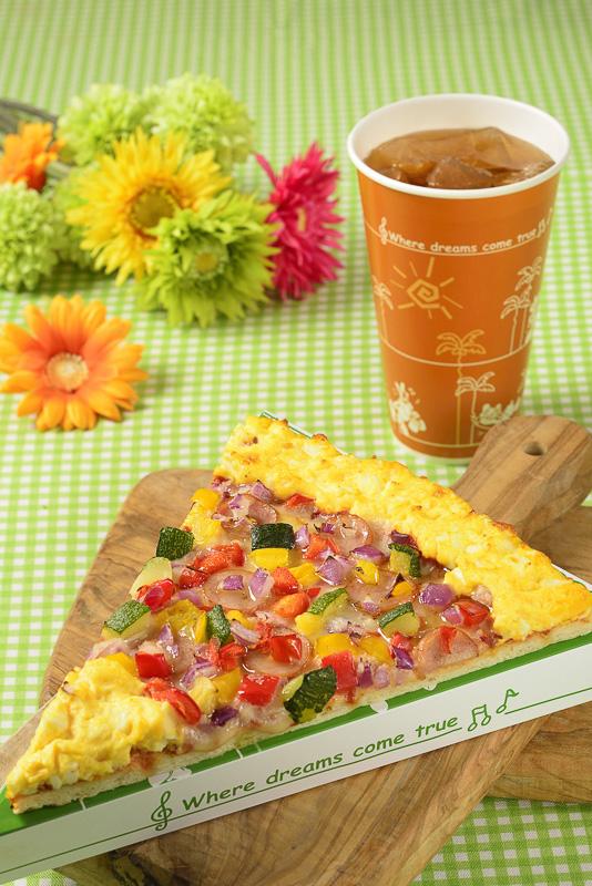 「キャプテンフックス・ギャレー」のイースターガーデンをイメージし、タマゴと野菜を使ったカラフルなピザのスペシャルセット(730円)