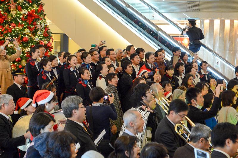 JALからも合唱団「フロイデ」のメンバーや有志社員など20名ほどが合唱に参加